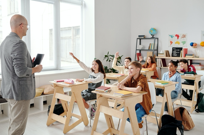 How does small group k-12 instruction work?